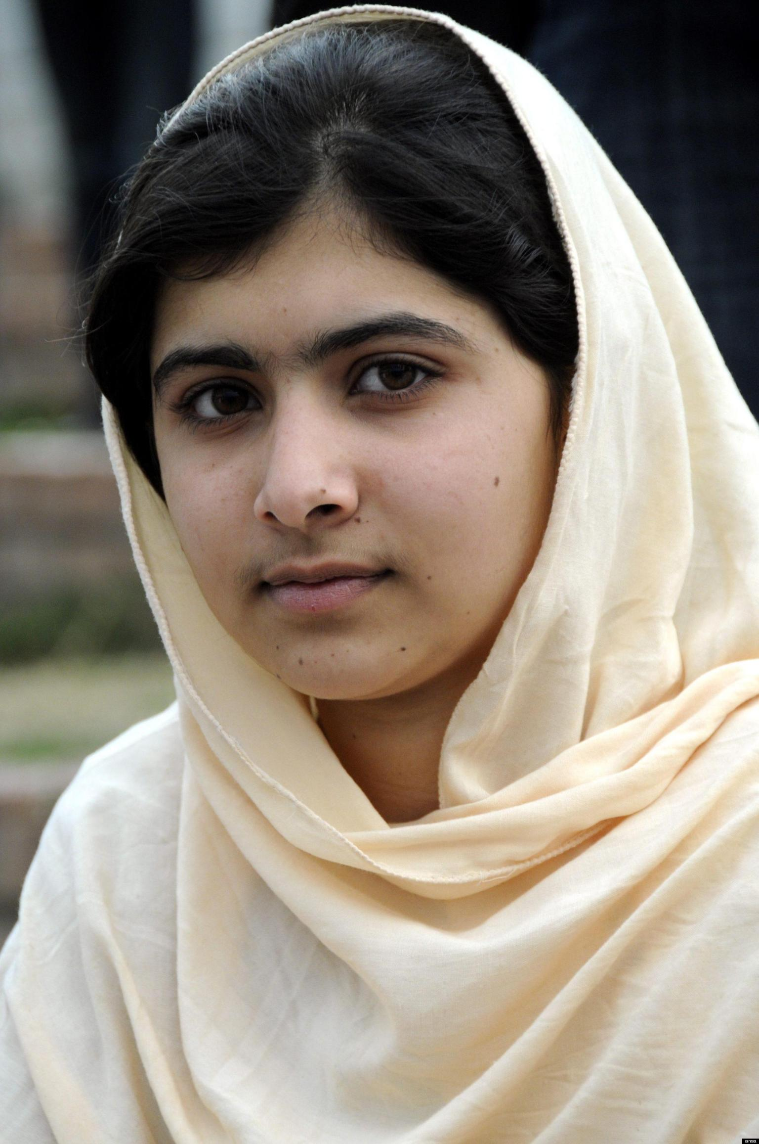 Malala Yousafzai Biography;Brave Pakistani School Girl