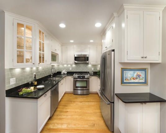 Small Kitchen Design Pictures in Pakistan 06