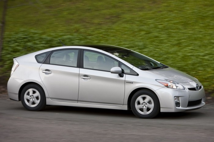 Best Petrol Average Cars In Pakistan Toyota Prius- 26km l